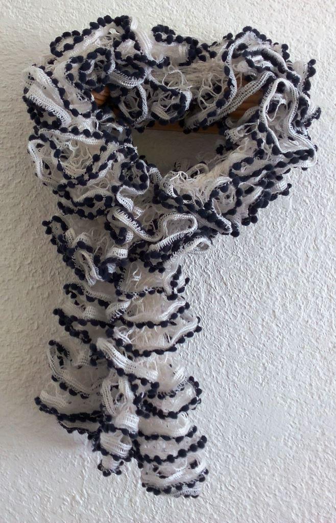 Echarpe laine Gründl, Papillon noir et blanc, pour écharpes froufrous sympas et vite faites