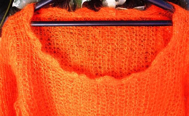 Pull en mohair et soie de France - Zoom sur l'encolure et sa bordure faite au crochet