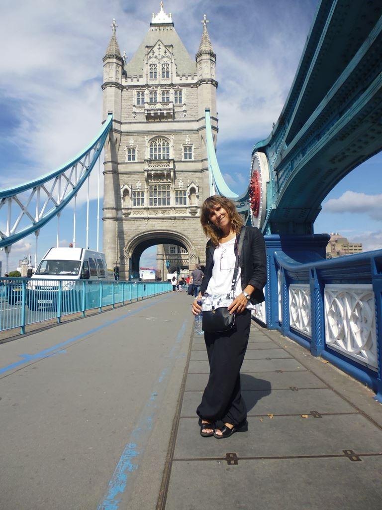 Mon sac en simili noir et coton imprimé et moi à Londres, août 2015