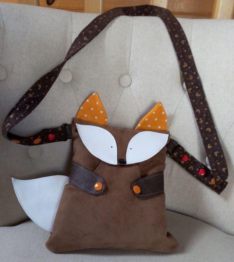 Titouan suédine marron, yeux et queue en simili cuir blanc, oreilles en tissu coton