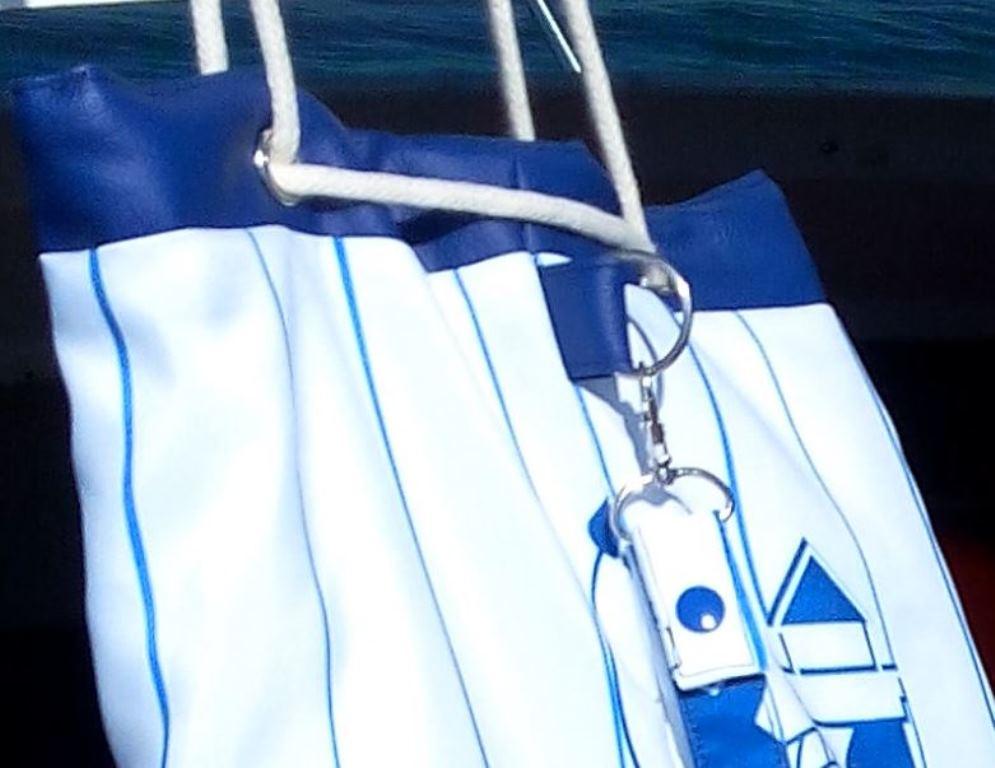 Sac marin pour la pêche, zoom sur anneau et mousqueton