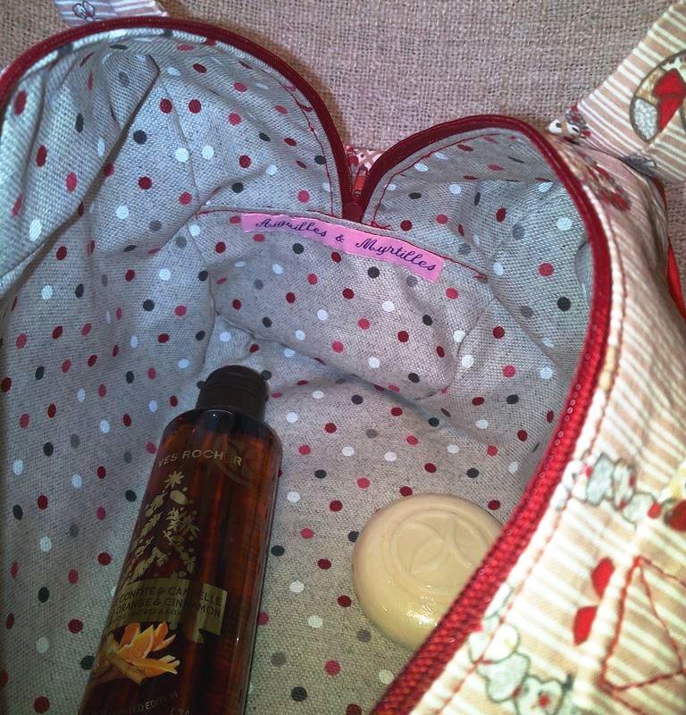 Trousse de toilette jolis cœurs - Intérieur coton enduit