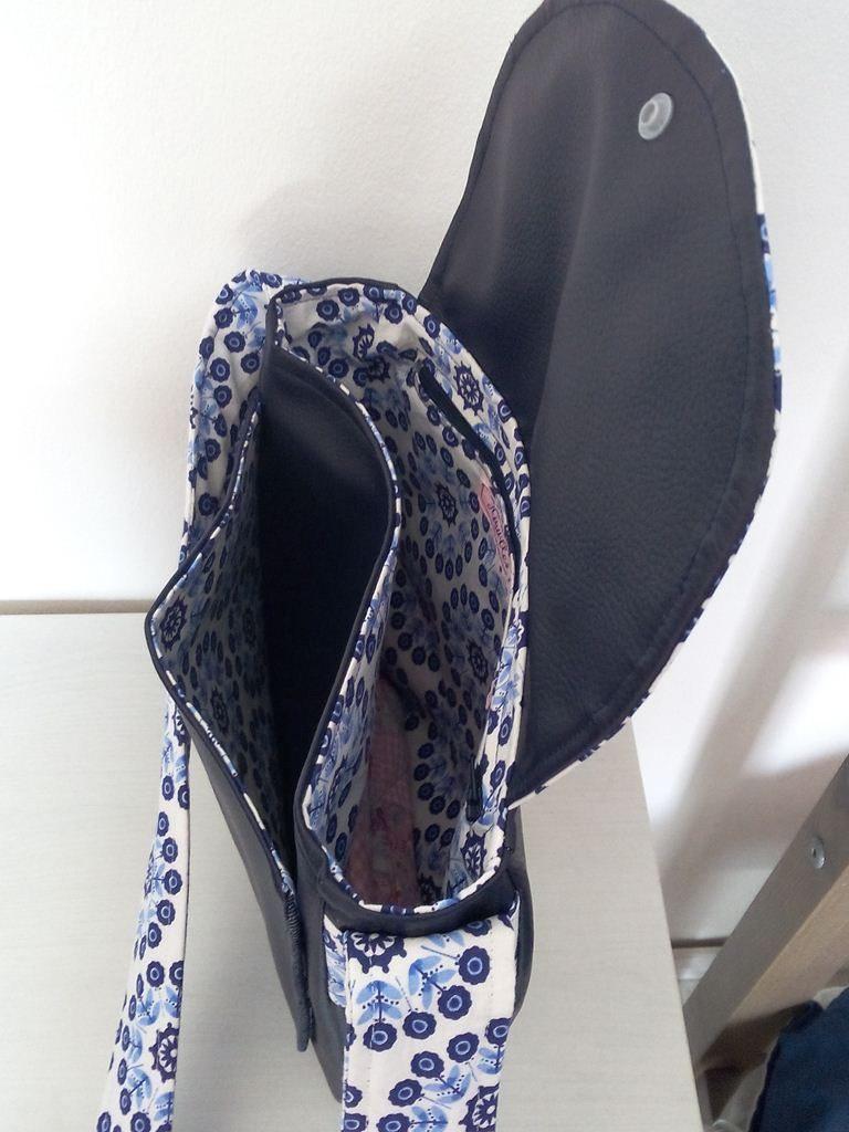 Un sac Bérénice aux motifs psychédéliques - Vue poche devant et intérieur