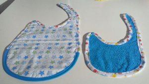Bavoirs pour bébé et pochon assorti
