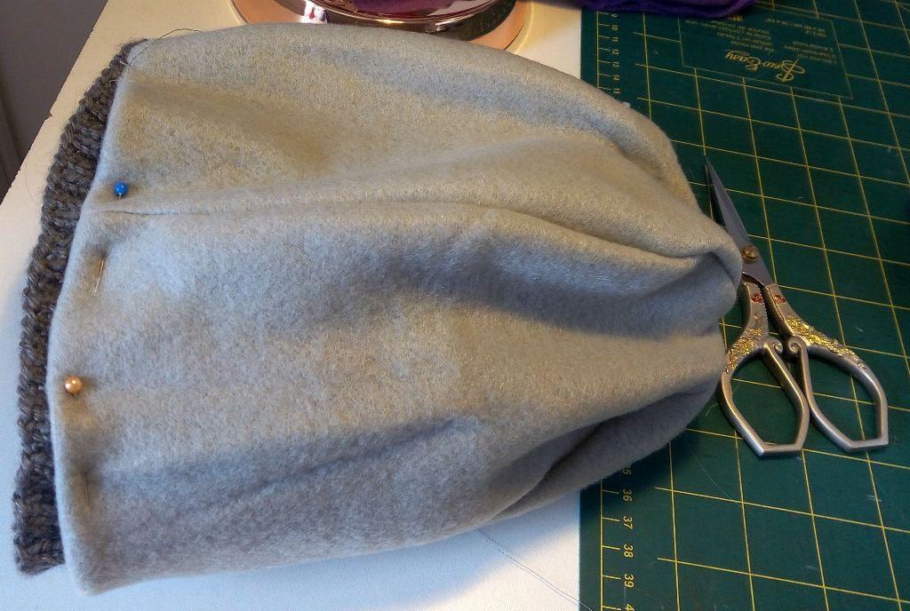 De la polaire pour doubler un bonnet de laine