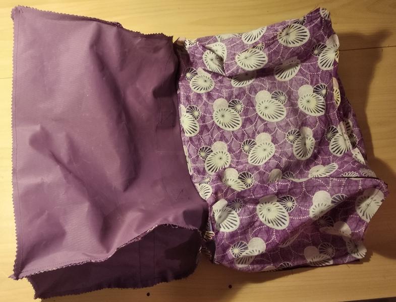 Fin de l'assemblage du sac, étape finale juste avant de le retourner