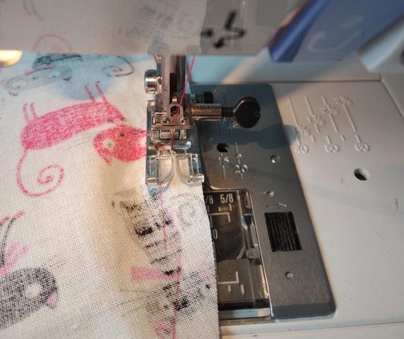 Couture fil de fronce bord cercle pour faciliter l'ourlet