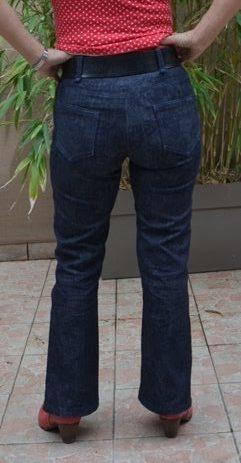 Jeans Flare dos - Plis à l'arrière des jambes