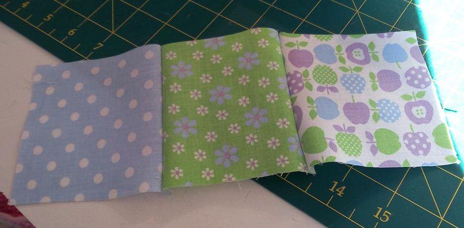 Un joli plaid en patchwork pour bébé - Carrés assemblés à l'endroit