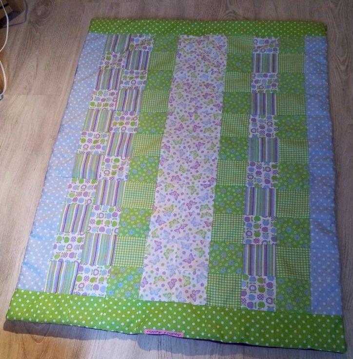 Un joli plaid en patchwork pour bébéUn joli plaid en patchwork pour bébé - Plaid terminé, endroit