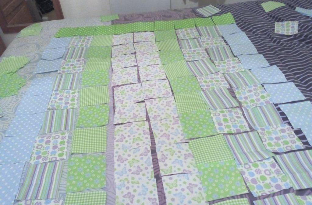 Un joli plaid en patchwork pour bébé