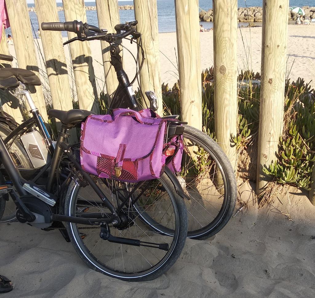 Un vélo bien équipé avec ses trois sacoches